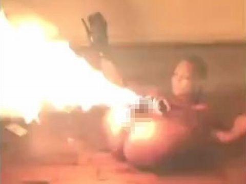 女性器から火を噴射する外人ストリッパーが危なすぎるwww
