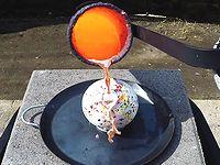 どデカいキャンディに高温でドロドロの銅をぶっかけたらどうなるか?