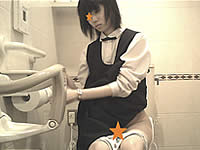 清楚な制服娘を女子トイレ盗撮