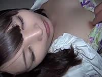 睡眠薬が弱くて強姦中に感じてしまう女の子