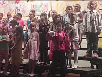 合唱してる子供たちの中にマイケルジャクソンがいるんだけどwww