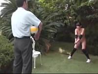 バレーボールが趣味の人妻が脅迫されて野外で露出調教される