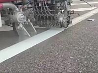 はたらく車!道路に白線を引く車たちの仕事っぷりを見てみよう