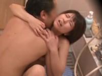 浴室で愛し合う父と娘