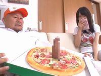 『ちわ!ピザ屋です!トッピングに生チ●ポをサービスしといたんでフェラチオしてください☆』