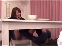 嫁の妹のギャル女子校生にテーブルの下で足コキされた