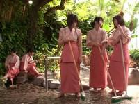 媚薬効果のある温泉に入ってハメまくる仲居バイト中の5人組