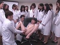 医療ミスをした女医は辱めを受け顔に次々と唾をかけられる