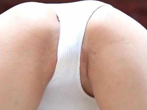 イメージビデオの撮影中にレオタードにエッチな染みを作ってしまうグラドル