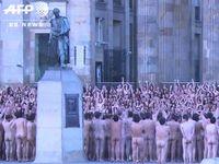 コロンビアで行われた6000人の集団ヌード撮影会の様子がこちら...