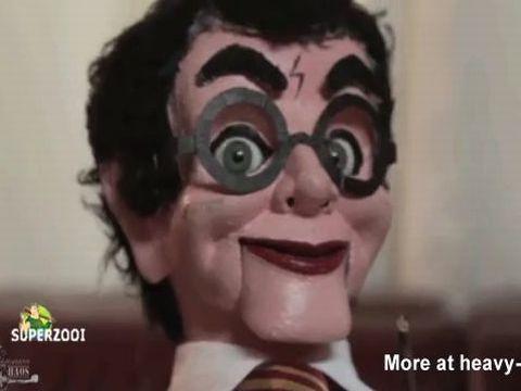 ハリーポッターの腹話術人形と会話しながらオナニーするオンナ