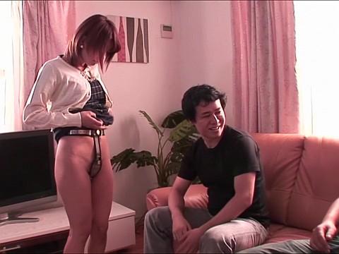 「見ないで!」見ず知らずの男に貞操帯を着けられた巨乳の若妻が旦那の前で犯される