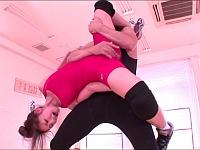 巨乳巨尻な女子アマレス部のキャプテンが卑猥なストレッチとトレーニングをされる