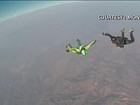 史上初!パラシュート無しでスカイダイビングを成功した映像が凄すぎるwwww