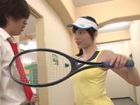 廊下に立たされている男子生徒を寸止め手コキで弄ぶテニス部JK
