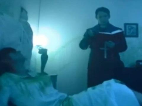 悪霊にとりつかれたお姉さんをSEXという方法で退治しようとする神父