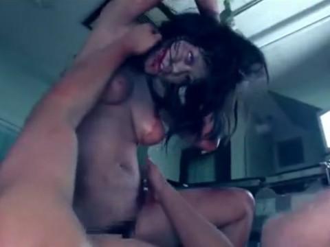 ゾンビ化した彼女を救うために流血しながら中出しSEX!