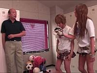 ハゲ清掃員が黒ギャル女子校生の下着を泥棒していたら......