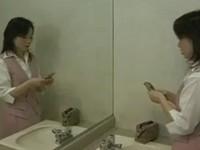 財布から金を盗むことで興奮する人妻