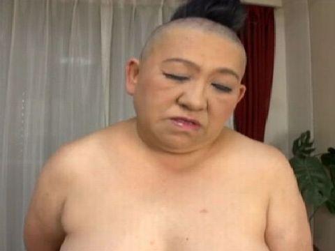 ワケありすぎる53歳の熟女がモヒカン頭で衝撃のAVデビュー!