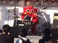 XJAPANの紅をドラム演奏したゆるキャラが全然ゆるくない凄腕の持ち主だった!