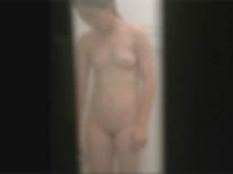【ロ●盗撮】●リっ娘の具が見える民家風呂盗撮