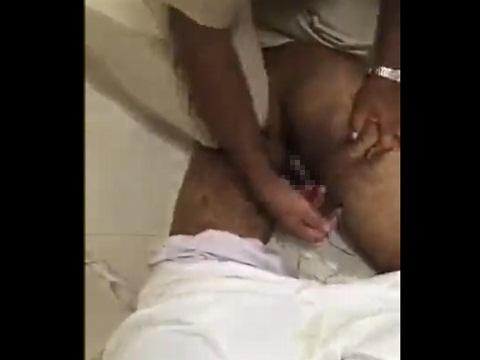 肛門にヘロインを隠して密輸しようとした男を捕まえた警察
