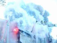 【音量注意】ロシアでおきた花火工場の火災事故が派手すぎる...