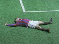 泥酔中のサッカー選手たちに試合をさせた結果がひどすぎるwww