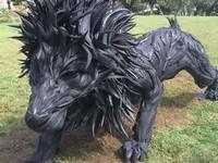 超リアルすぎ!使用済みタイヤ80本で作られたライオンが凄すぎる