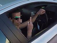 自動車から落ちた財布を届けてあげたバイカーが持ち主にとられた態度が酷すぎる...