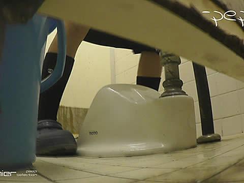【期間限定】幼いワレメがDANGERなpepeさんのトイレ盗撮