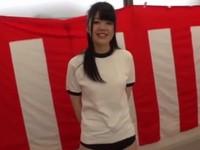 風船を割らずに着替えることができたら...賞金100万円プレゼント!
