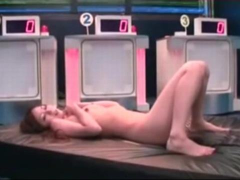 エロエロクイズ番組の商品はMCの女子アナ!スタジオで女子穴を突かれちゃう!