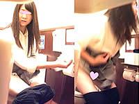 パイパン娘の放尿マ●コをトイレ盗撮