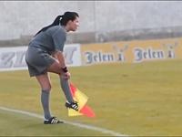 サッカーの試合で見つけたセクシーな審判5人