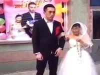 若い新郎と金持ち老婆の新婦が開いた結婚式が闇深すぎる...