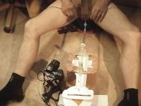 尿道オナニーを楽しむ為、自分でオナニーマシーンを作った男性