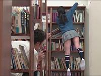 新しく図書委員になったメガネっ子がミニスカでパンチラしまくりだったから思わず痴漢したら......