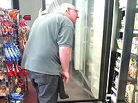 コンビニで働くおじさん店員のデータ入力が凄技すぎるwww