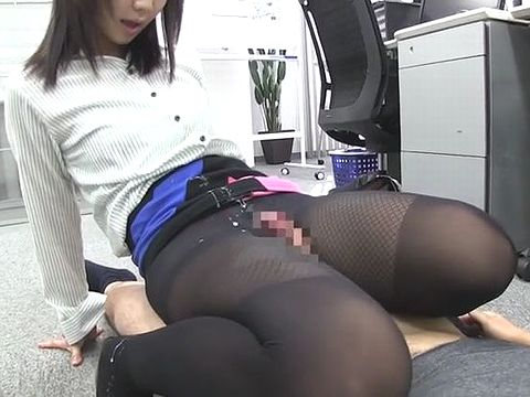 黒ストッキングを履いた痴女OLが同僚のM男を脚責めで昇天させる!