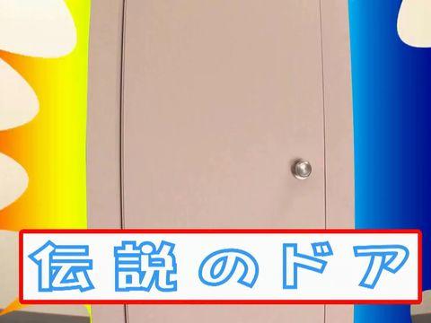 女子トイレにワープできるドアを発明した男がオシッコ中の女子校生に突撃中出しレイプ!