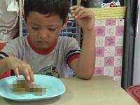【閲覧注意】見た目がウ●コのゼリーを食べた少年に起きたハプニング