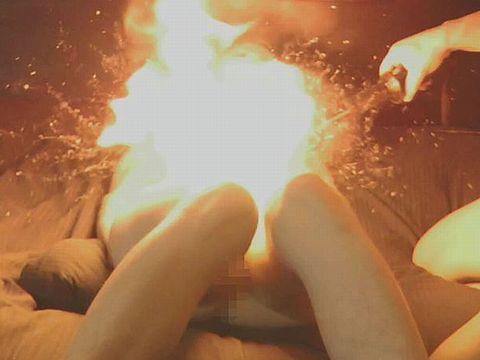マ○コに火をつけて遊ぶカップルが危なすぎるwww