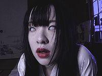 【閲覧注意】白目を剥いた少女の悪霊が狂気のオナニー!