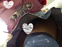 【盗撮】ランドセルを背負ったお嬢様JSのおパンツを逆さ撮り