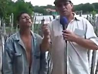 事件を目撃した言語障害のある男性がジェスチャーで表現