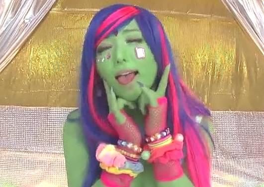 全身緑の異色肌ギャルがAVデビューで中出しファックwww
