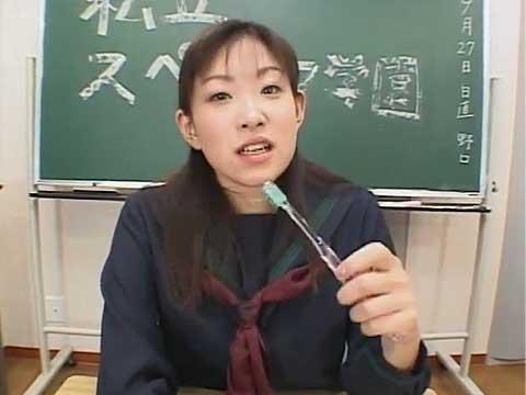 女子校生がザーメンで歯磨きするよ!