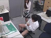 会社でシコってたら同僚女性に見られたのでヤラせてくれるように頼んだら...